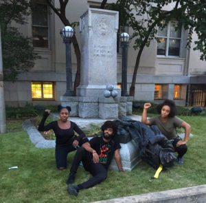Durham, N.C. residents pose with toppled statue of a Confederate soldier. | Photo: Twitter / @DerrickQLewis